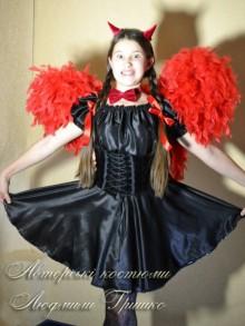 фото костюм чертика с крыльями и полукорсетом