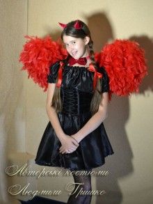 фото костюм чертенка с крыльями в галстуке бабочка
