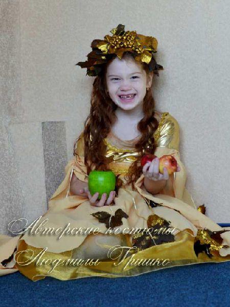 костюм осень золотая фото в венке из парчи