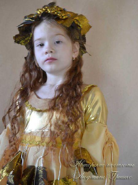 костюм осень золотая для девочки фото в венке из парчи