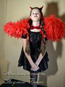 фото костюм чертенка с крыльями, бабочкой и рожками