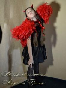 фото костюм чертенка с крыльями красного цвета