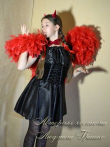 фото карнавальный костюм чертенка с крыльями на Хеллоуин для девочки