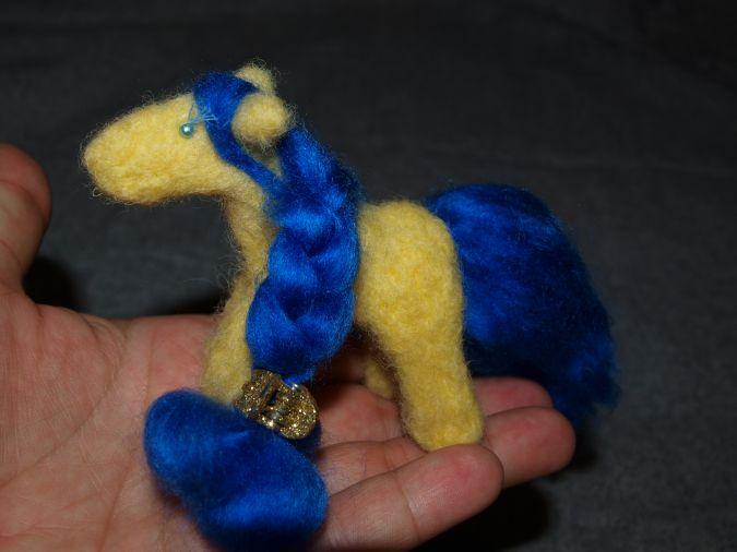 Лошадка Солнышко фото валяной игрушки