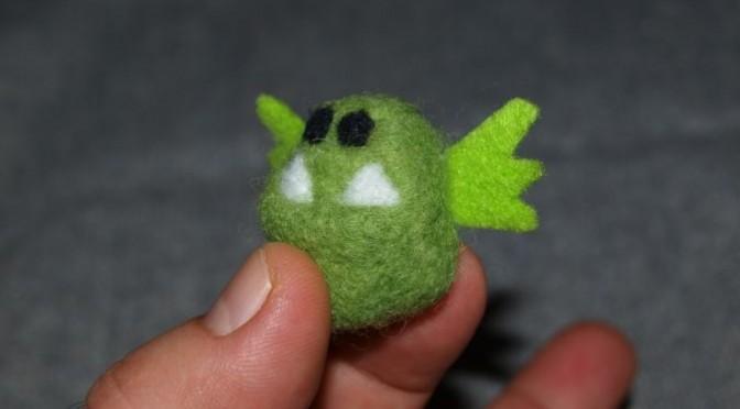 Зеленый Монстрик фото валяной миниатюрной игрушки