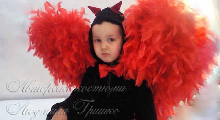 фото костюма Чертика с красными крыльями