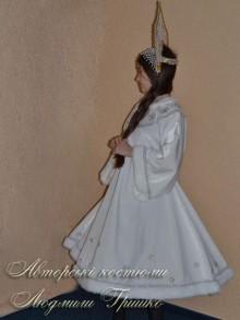 костюм снегурочки белый фото вид сбоку