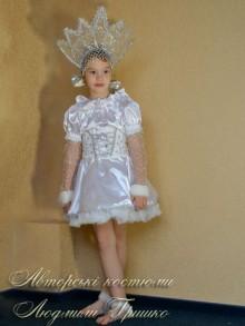 фото костюм снежинка с короной зирочка и расшитым серебром полу-корсетом