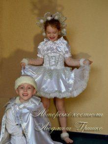 костюм снежинки фото в короне с помпонами