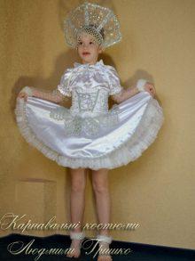 костюм снежинки детский фото в серебристой короне