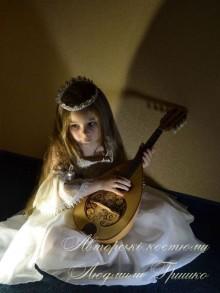 фото новогодний костюм принцессы бальное платье и диадема