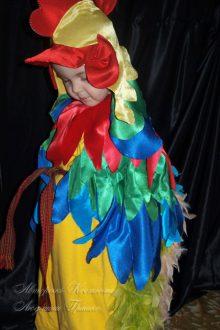 фото маскарадный костюм петушка с капюшономс гребешком и клювом