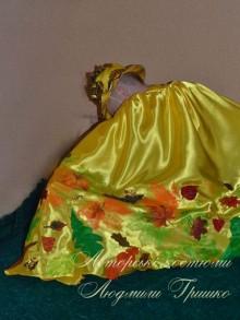 костюм осеннего месяца фото плаща со спины