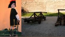 детский костюм разбойника фото коллаж на фоне катапульты