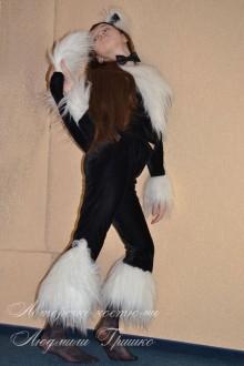 костюм черной кошки с меховыми встакками фото
