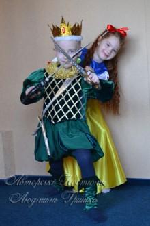 фото авторских детских костюмов Белоснежка и принц