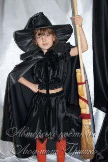 карнавальный костюм колдуньи в черном плаще и шляпе фото