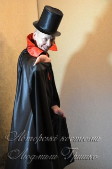 костюм дракулы в цилиндре и в плаще фото