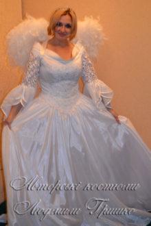 костюм ангела с белыми крыльями фото