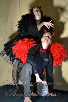 костюмы демонов с черными и красными крыльями фото