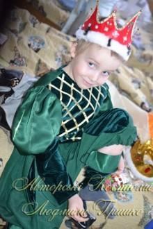 костюм короля для мальчика фото в красной короне