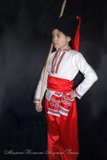 костюм козака фото с красными шароварами