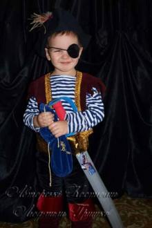 карнавальный костюм разбойника пирата фото