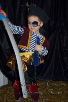 костюм разбойника пирата фото с саблей