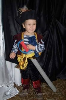 костюм разбойника пирата фото с мешком с пиастрами