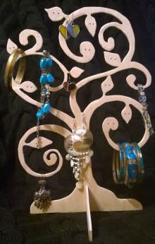 подставка для украшений дерево фото изделия ручной работы