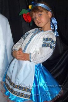 костюм украиночки фото в голубом наряде