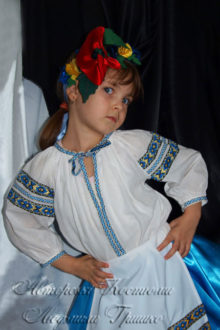 детский костюм украиночки фото в венке из маков
