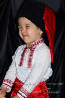 украинский костюм фото шапки и вышиванки крупным планом