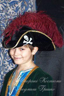 костюм пирата фото в шляпе с роджером