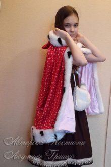 карнавальный детский костюм Герды с муфтой и плащом фото