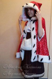 карнавальный костюм Герды с муфтой фото в плаще с прорезями для рук