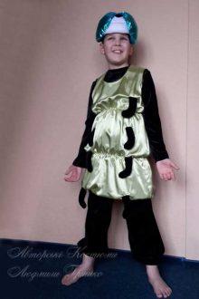 фото авторского карнавального костюма гусеницы для мальчика