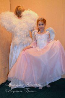розовый ангел фото костюма на фоне взрослого костюма ангела