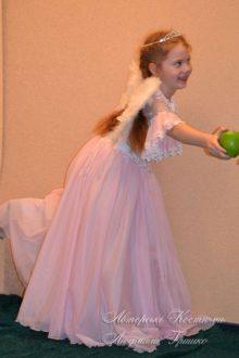 розовый ангел фото новогоднего карнавального костюма