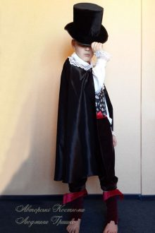 костюм вампира на Halloween фото в цилиндре
