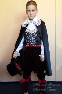 фото авторского карнавального костюма вампира на halloween