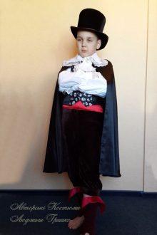 фото карнавального костюм вампира на Halloween