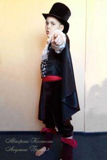 фото детского карнавального костюма вампира на Halloween
