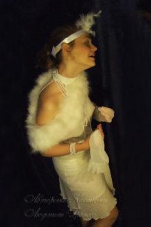 фото белое платье в стиле 20-х на новый год