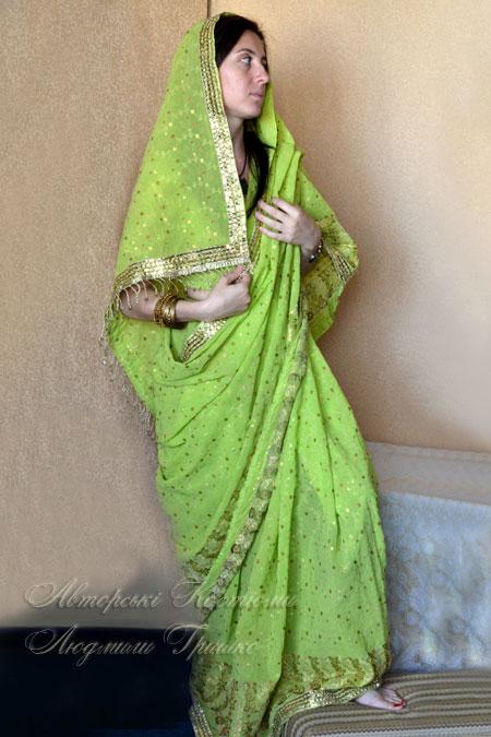 индийское сари расшитое золотистой нитью