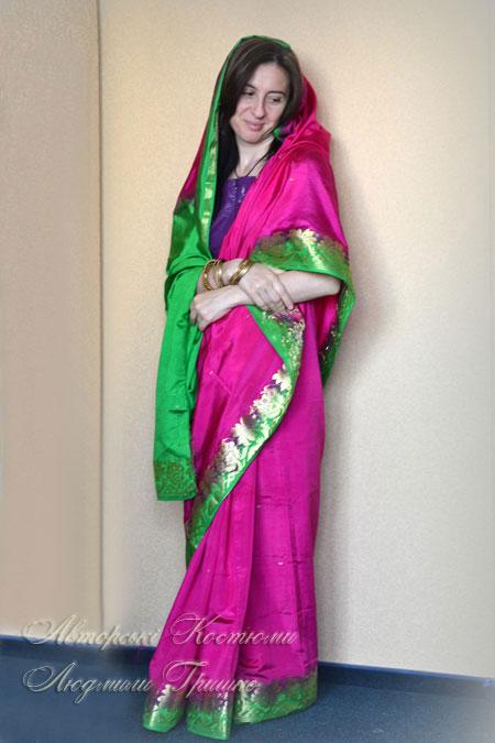 женский индийский костюм шелковое сари и чоли
