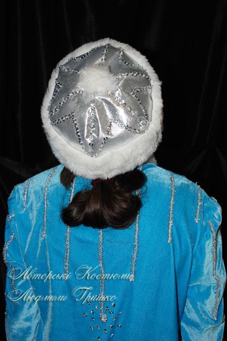костюм снегурочки в шапочке из парчи, вид сверху