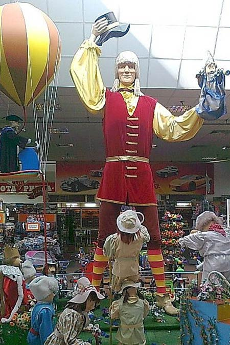 костюм Гулливера на открытии зала игрушек в универмаге Детский Мир