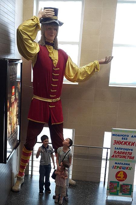 гигантский костюм Гулливера в Детском Мире