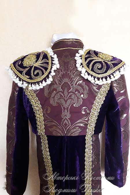 испанский костюм крупный план со спины
